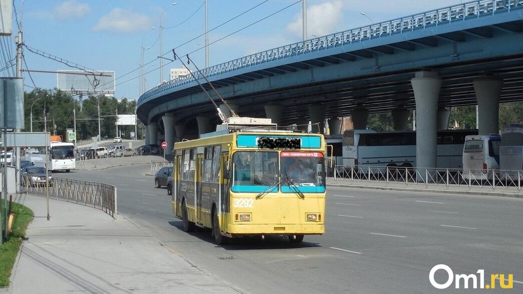 Новосибирские троллейбусы с 1 сентября переведут на муниципальный контракт
