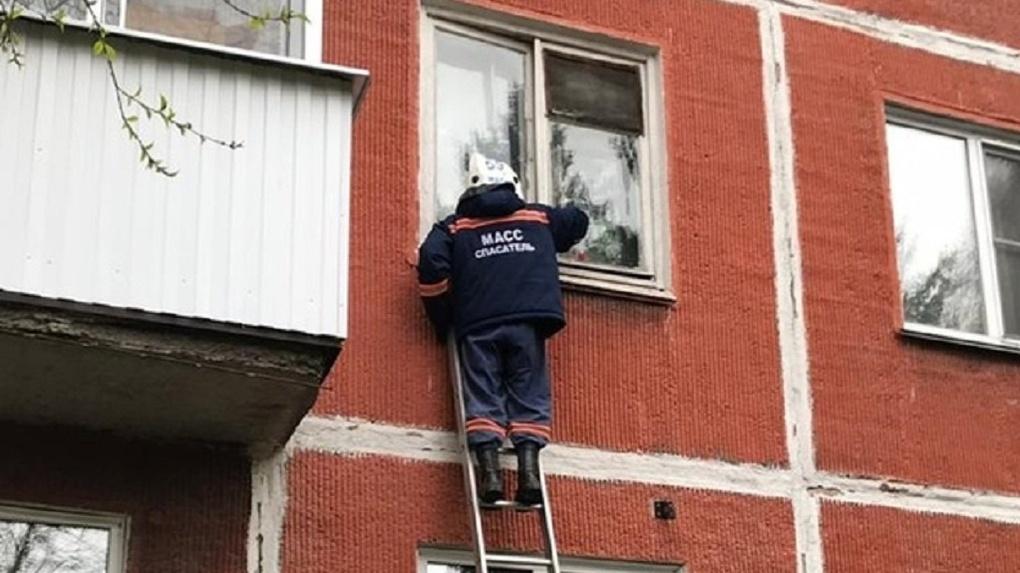 Жительница Новосибирска бросила на балконе годовалую дочь