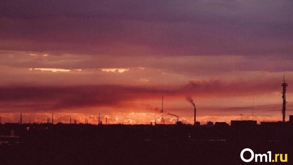 На крупнейших омских заводах начались масштабные проверки из-за выбросов