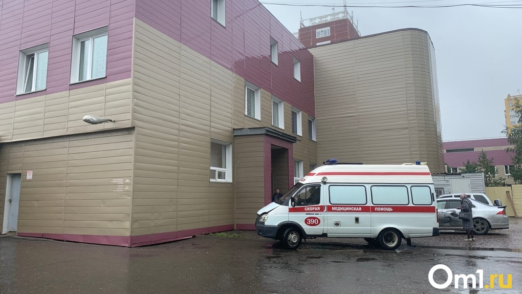 Жена Алексея Навального срочно прилетела в Омск. Её допустили в палату реанимации к мужу