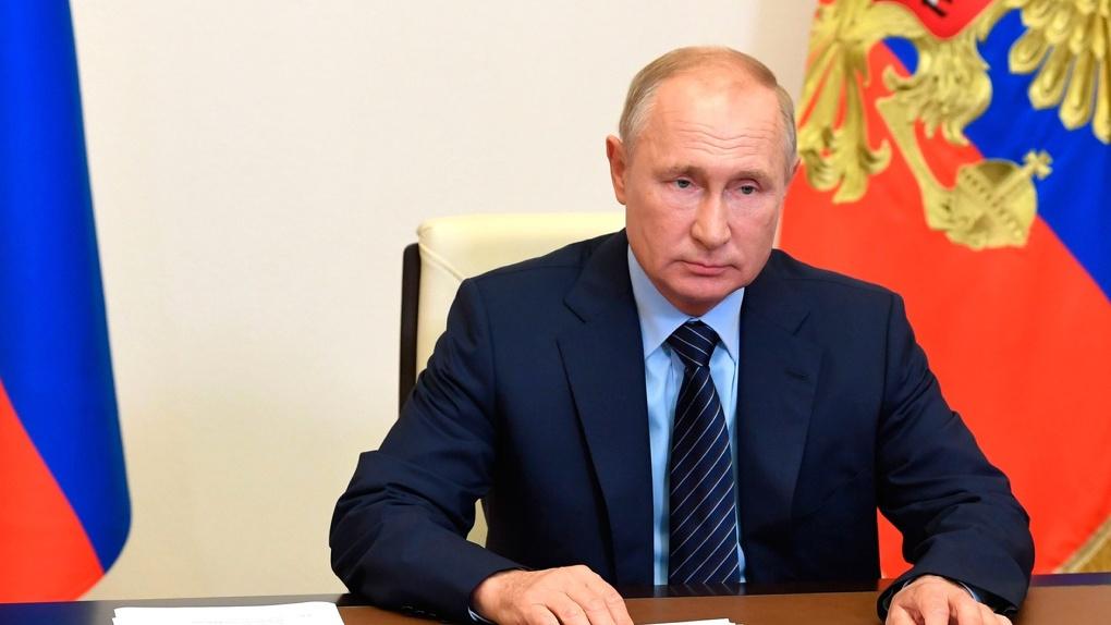 Новые выплаты на детей и вторая волна коронавируса? Путин отвечает на актуальные вопросы россиян. LIVE