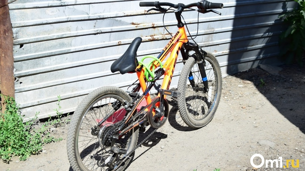 В Омской области 8-летний школьник попал под колёса автомобиля. В отношении водителя возбуждено дело