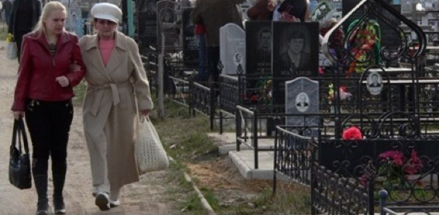 Перед Родительским днём в Омске отремонтируют дороги, ведущие к кладбищам