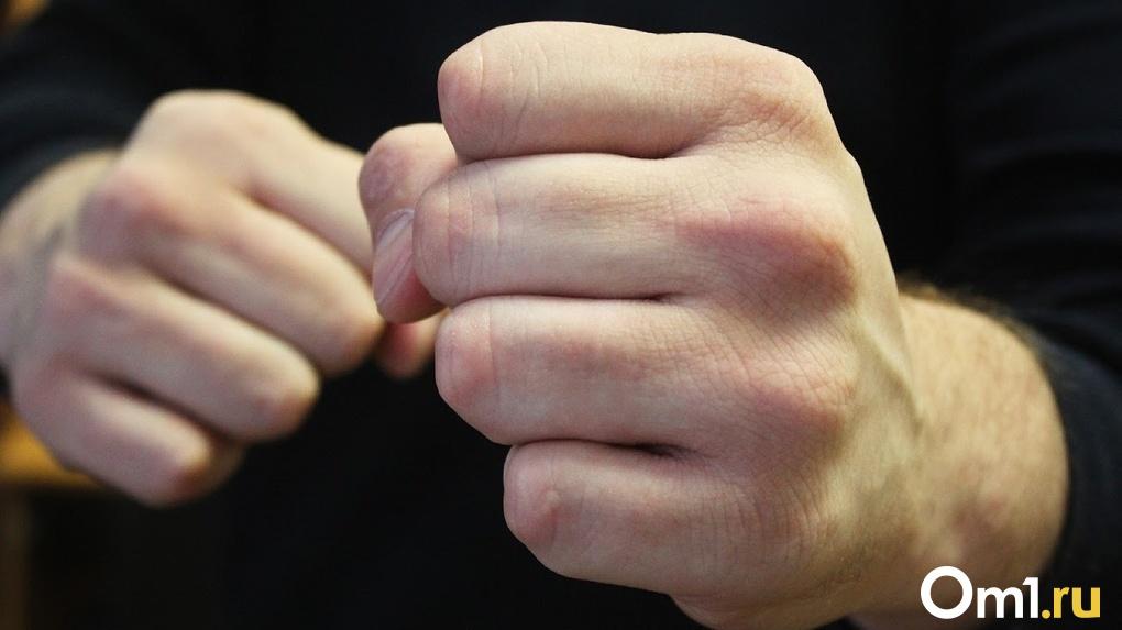 В Омской области подростки-уголовники изуродовали лицо старшему знакомому