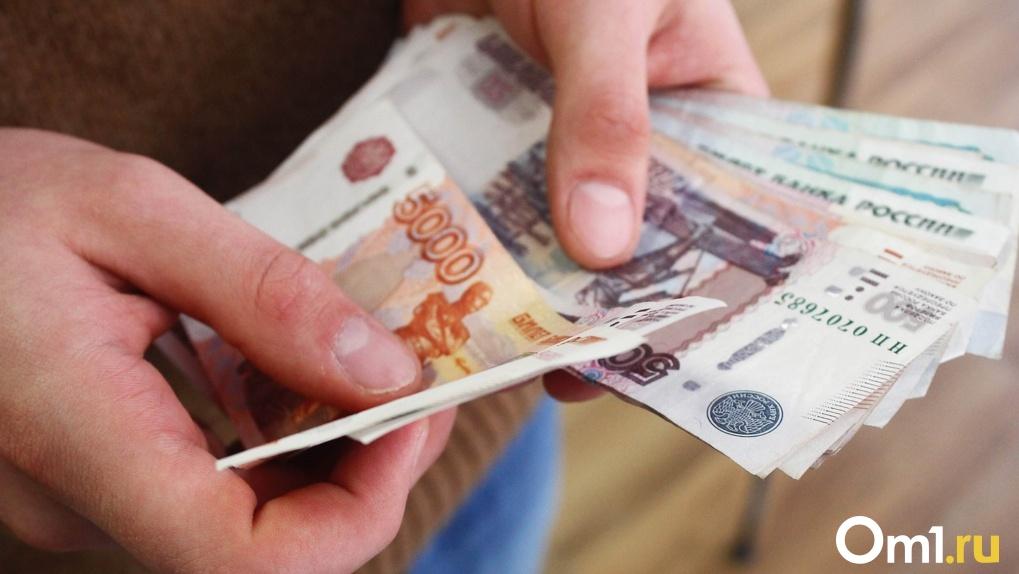Омичам разъяснили, как получать деньги и брать отпуск во время самоизоляции