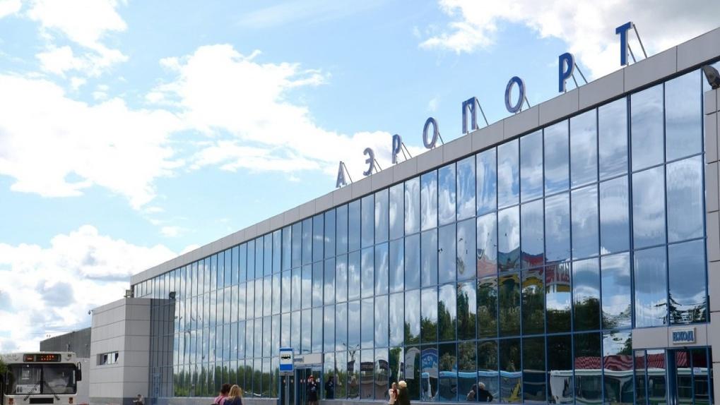 Александр Бурков заинтересовался ценами на билеты омского аэропорта