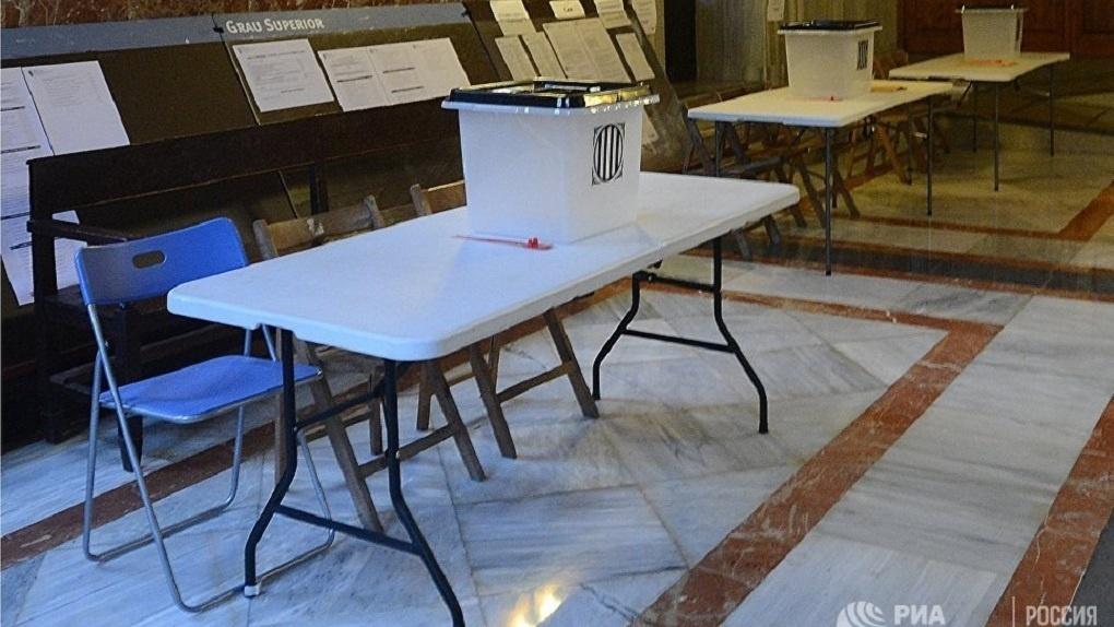В Каталонии начался референдум о независимости от Испании. Полиция блокирует избирательные участки