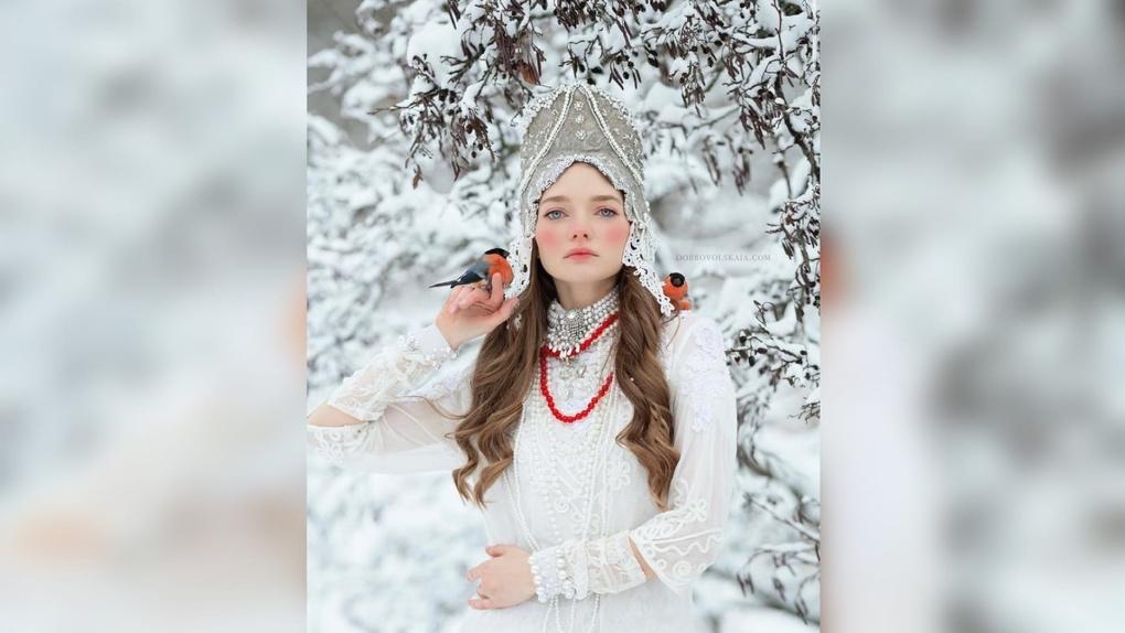 Кокошник и птицы: омская модель сделала фотоссесию в русском стиле