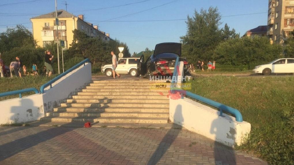 В Омске двое мужчин сбили на «зебре» женщину и рассмеялись