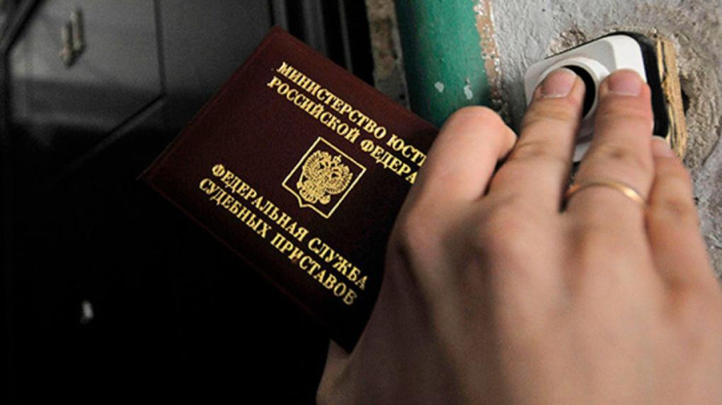 Новосибирские алиментщики прячутся от приставов в кучах белья и притворяются мёртвыми