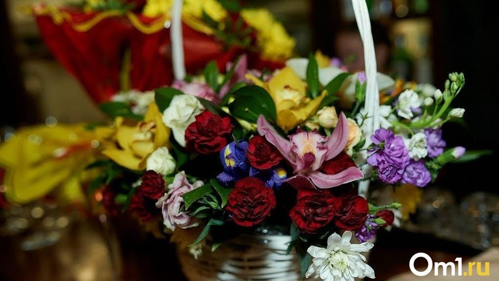 Новосибирец угнал погрузчик с цветами и покалечил железнодорожника ради сюрприза для знакомой