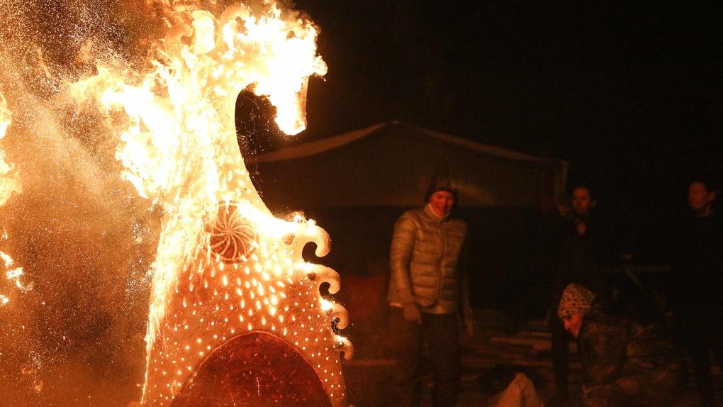 В Омске на День города обожгли огромные керамические скульптуры