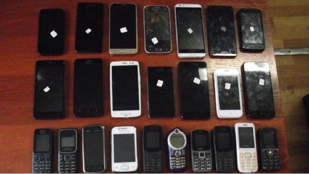 Житель Новосибирской области перебросил в колонию строгого режима 24 мобильных телефона