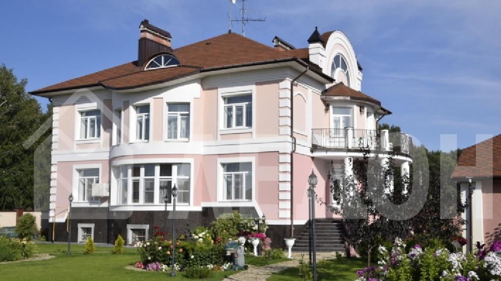 В Омской области продается особняк с бильярдом и сауной за 45 миллионов