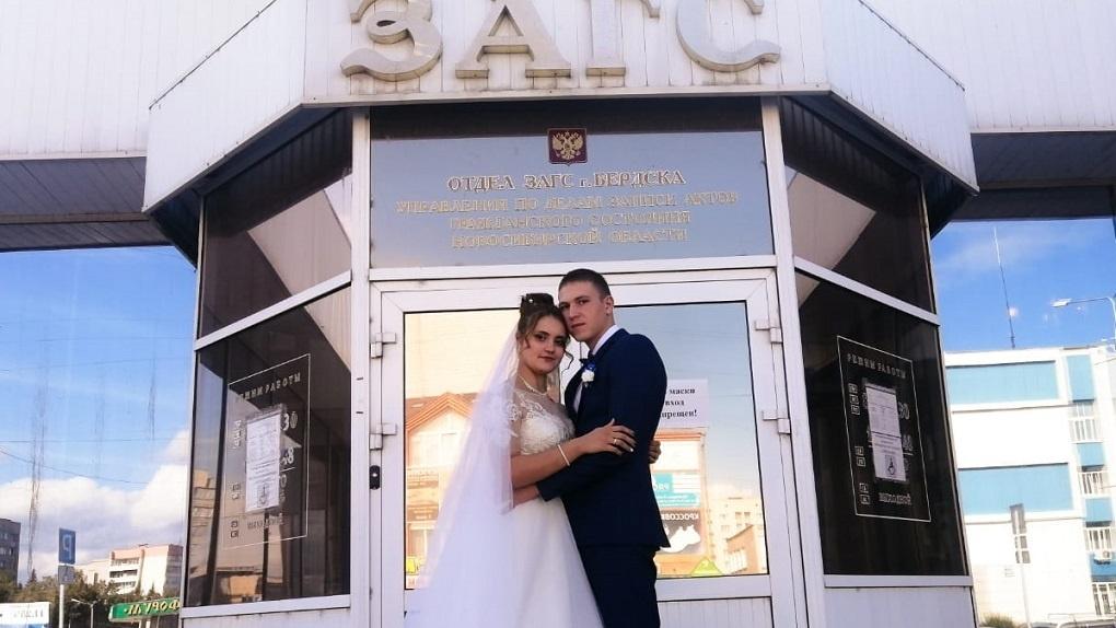 Познакомились в ДТП: под Новосибирском девушка вышла замуж за велосипедиста, сбившего её три года назад
