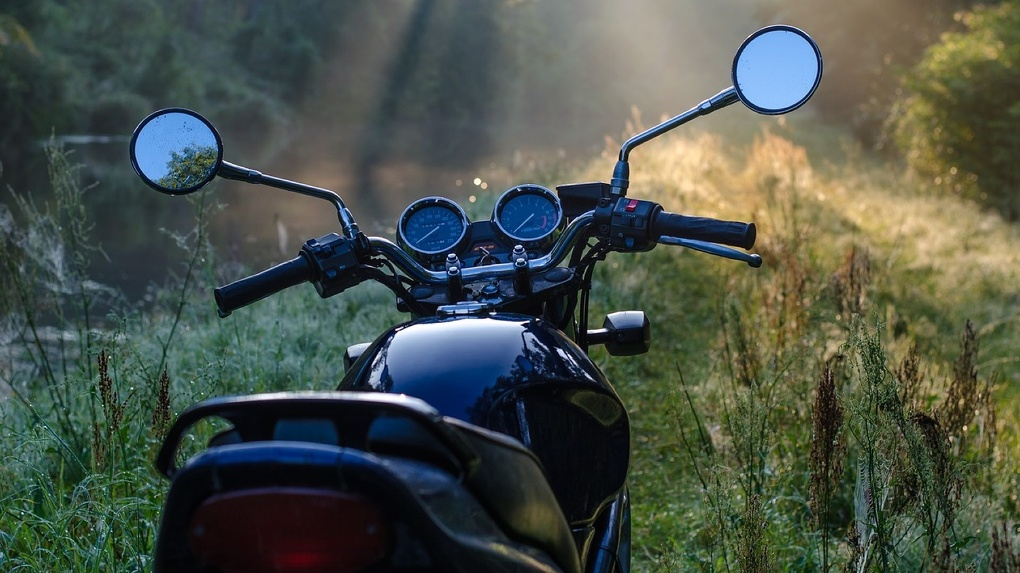 В Омской области двое подростков угодили в аварию на мотоцикле