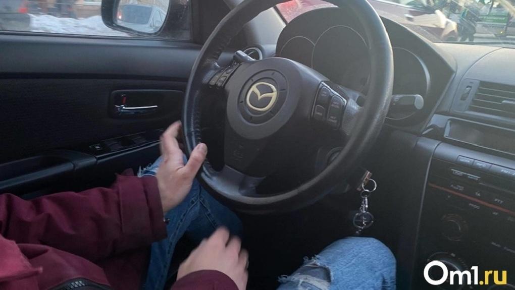 Слёзы, истерика и угроза убийством: семья новосибирцев оказалась в заложниках у таксиста-психопата