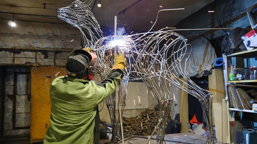 В омских лесах появляются скульптуры: рысь, лось, медведь, бобёр, а скоро к ним присоединится косуля