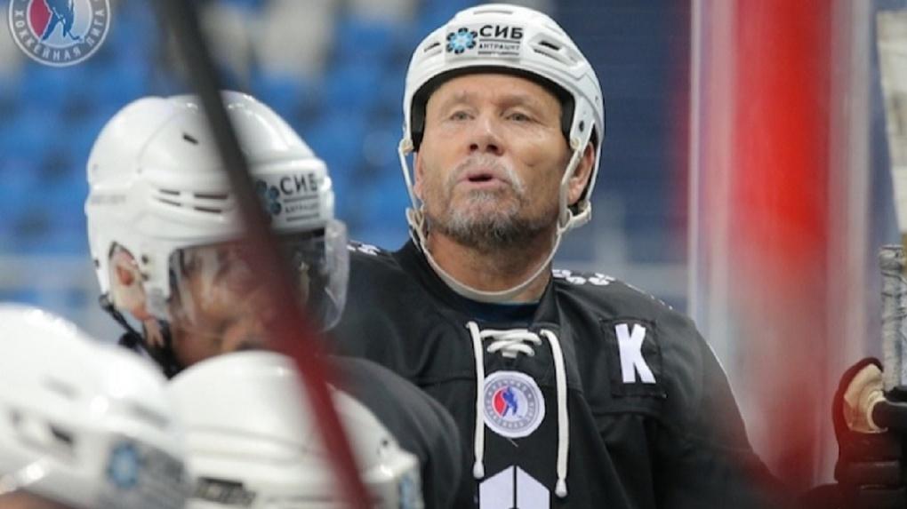 Хоккеист умер во время тренировки на новосибирской ледовой арене