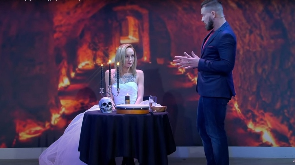 Эзотерик из Новосибирска провел магический обряд на шоу «Давай поженимся!» и соединил одинокие сердца