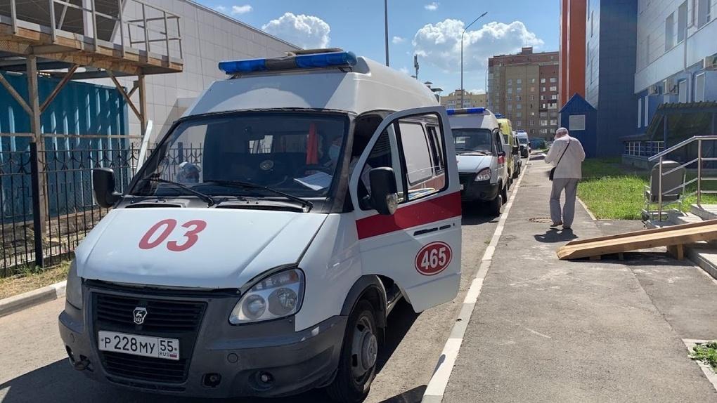 На медиков омской скорой напал наркоман, осуждённый больше 20 раз и находящийся в розыске
