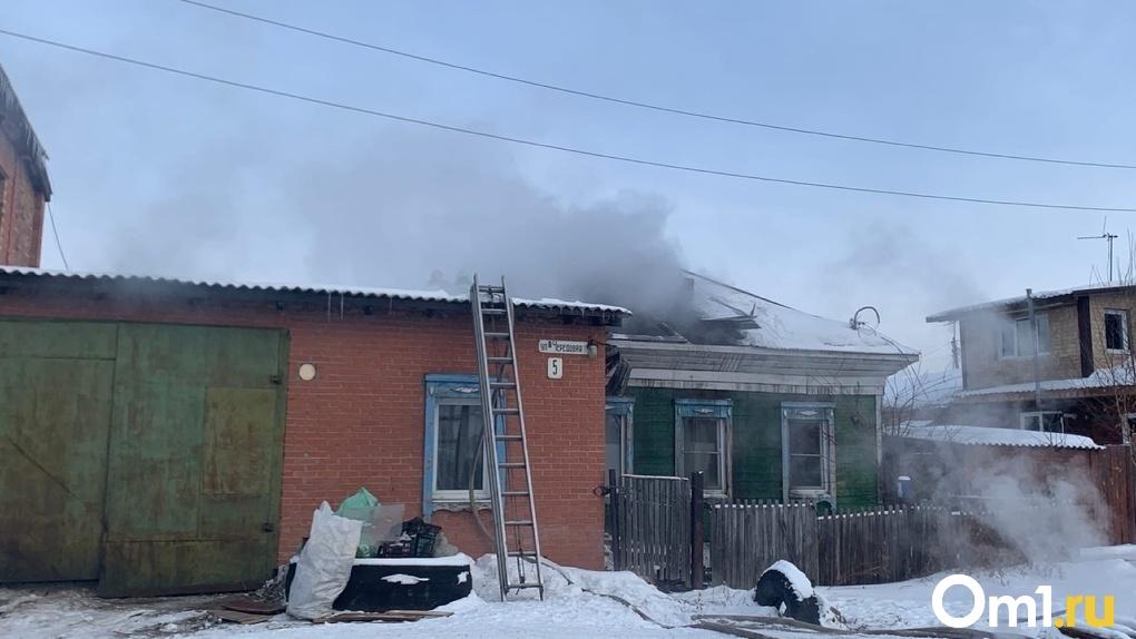 В пожаре в Омске заживо сгорел человек. ФОТО