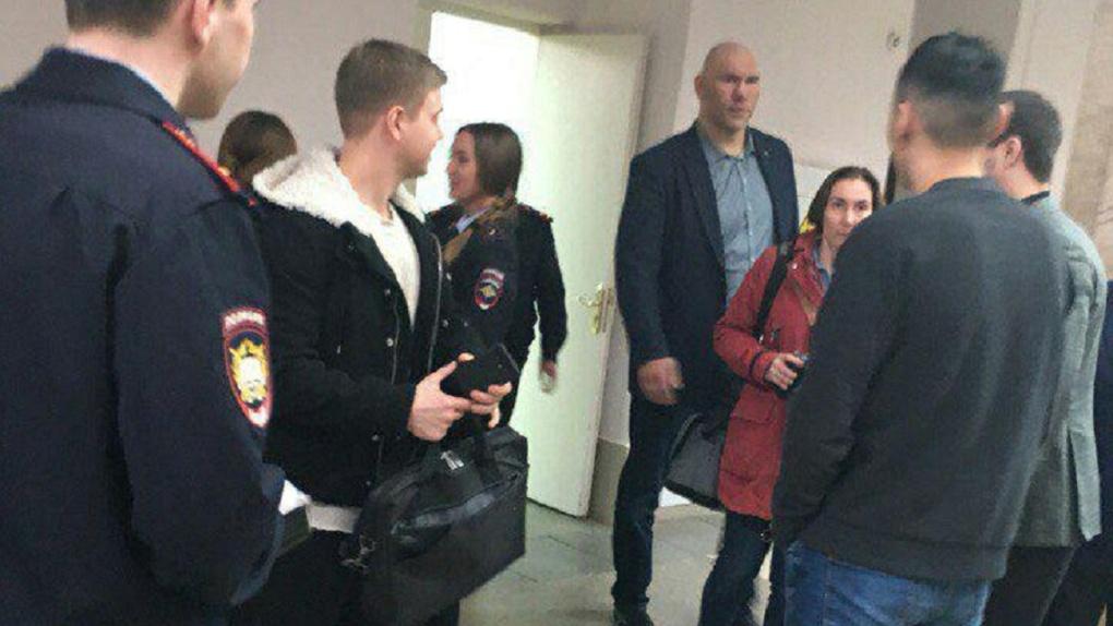 Боксер Николай Валуев появился в омской академии МВД