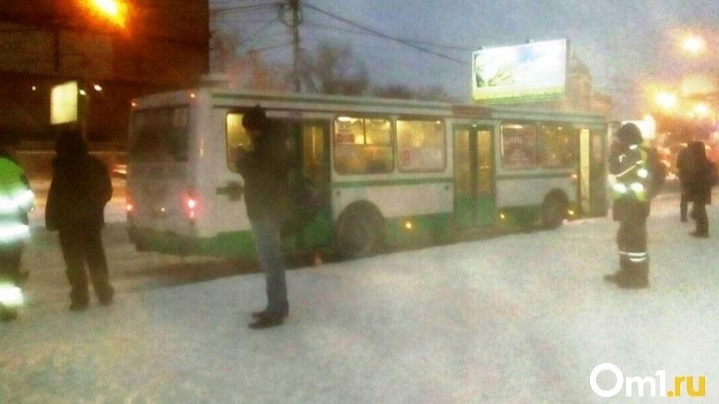 «Выгнала ребёнка в 40-градусный мороз»: в Новосибирске уволили кондуктора автобуса после вопиющего случая