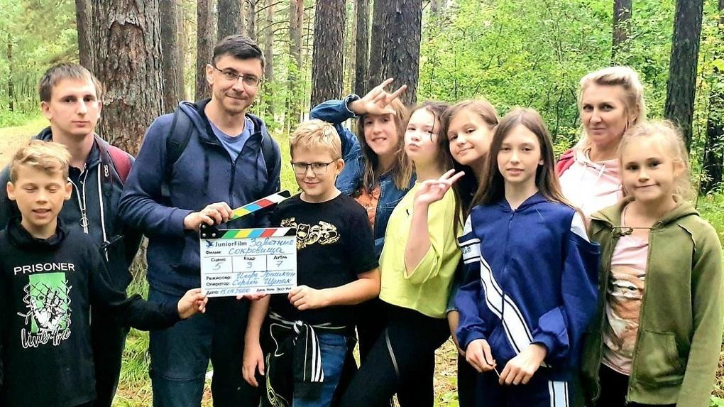 По таинственным иероглифам новосибирские подростки ищут «Заветные сокровища» в Заельцовском парке