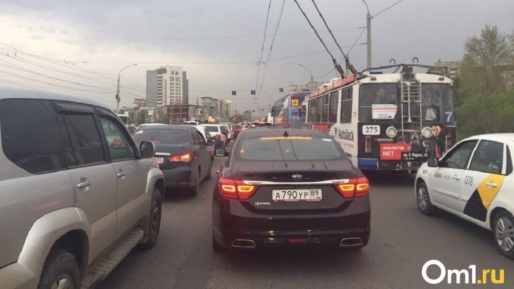 В Омске 130 водителей такси заблокировали из-за отсутствия СИЗ