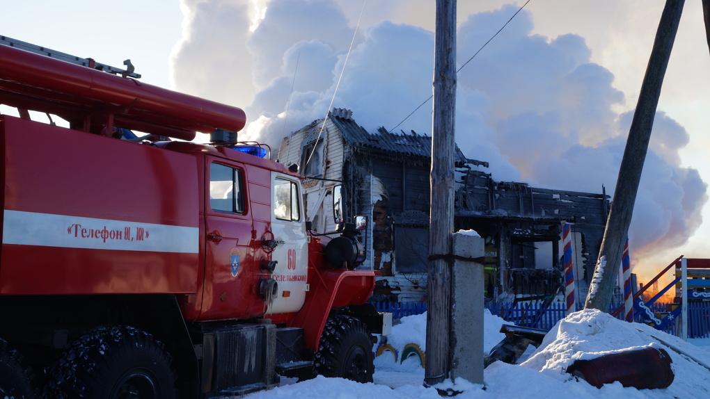 Из Омска на вертолете к матери пяти сгоревших детей вылетела реанимационная бригада