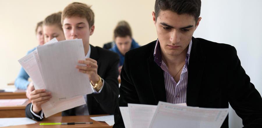 Сегодня выпускники школ Омской области начали сдавать ЕГЭ
