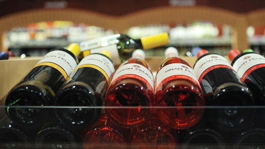 Дмитрий Медведев хочет обязать магазины на треть заполнять полки российскими винами