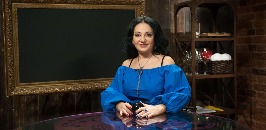 Финалистка «Битвы экстрасенсов» рассказала о том, будут ли в Омске хорошие дороги, большие зарплаты и метро