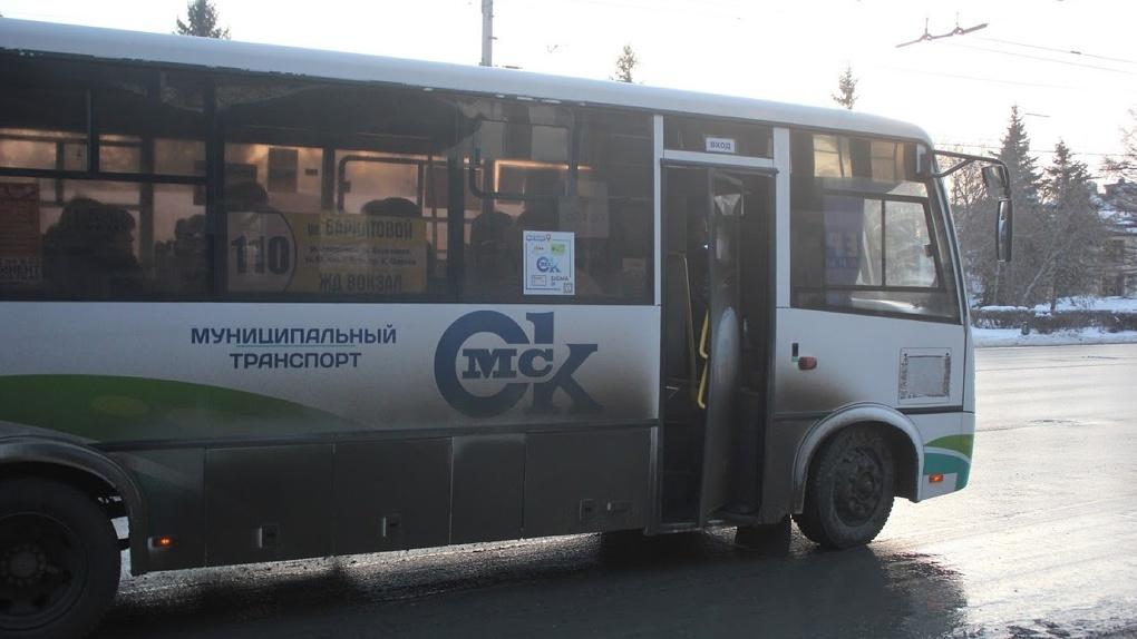 Омичка отсудила у перевозчика 200 тысяч за падение в автобусе