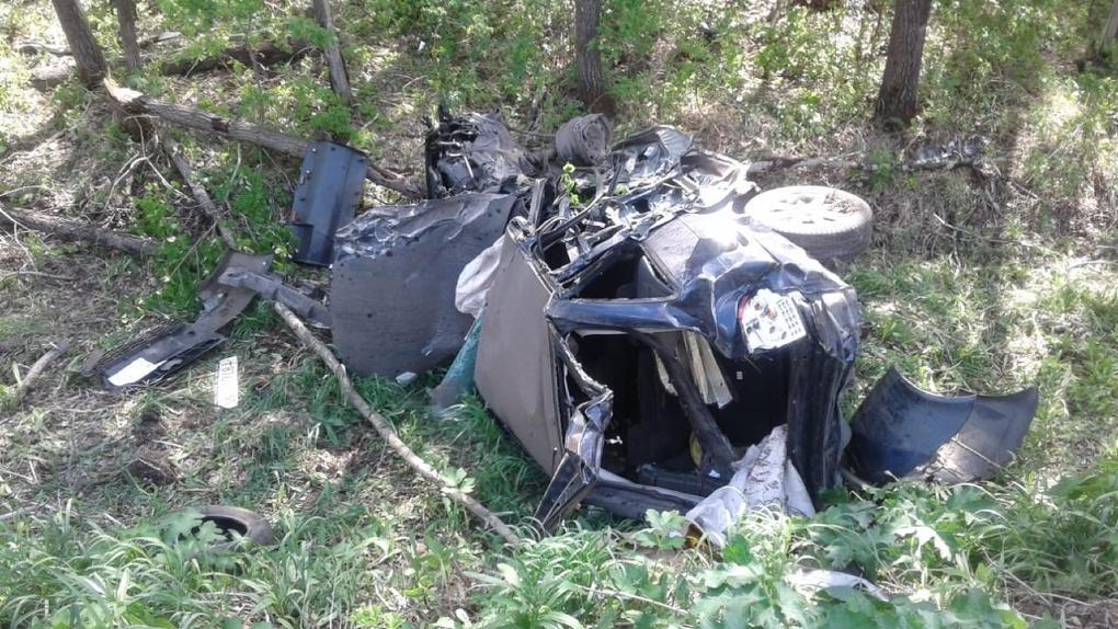 В Омской области вторая за сутки «Лада» в хлам разбилась о грузовик (Фото)