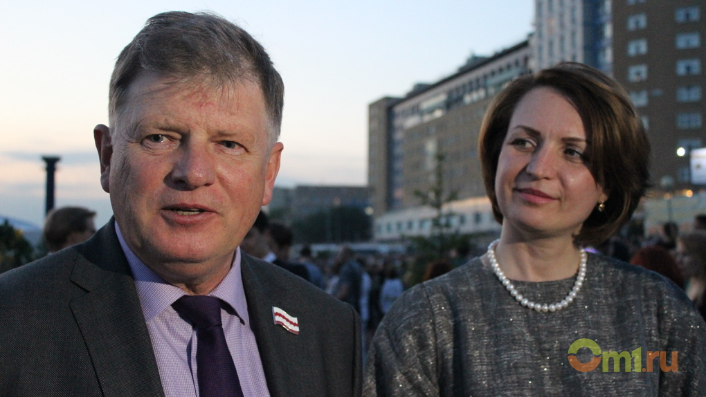 Мэр Омска и спикер горсовета вспомнили свои выпускные вечера