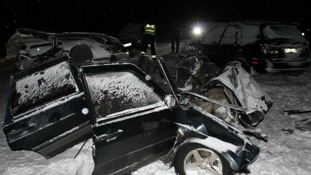 Страшное ДТП в Новосибирской области: два человека погибли, один в больнице
