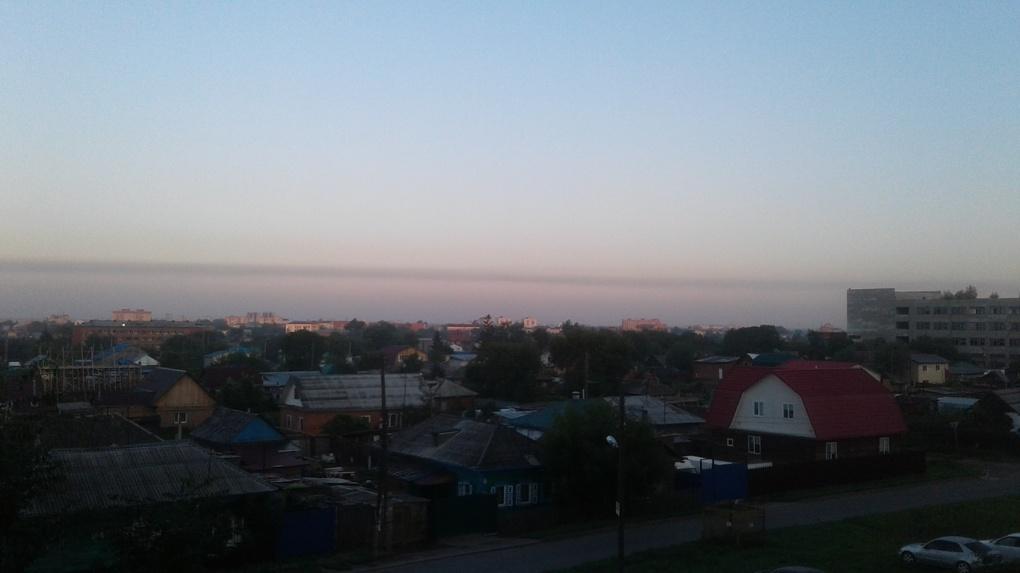 Жители нескольких округов Омска жалуются на невыносимый запах выбросов
