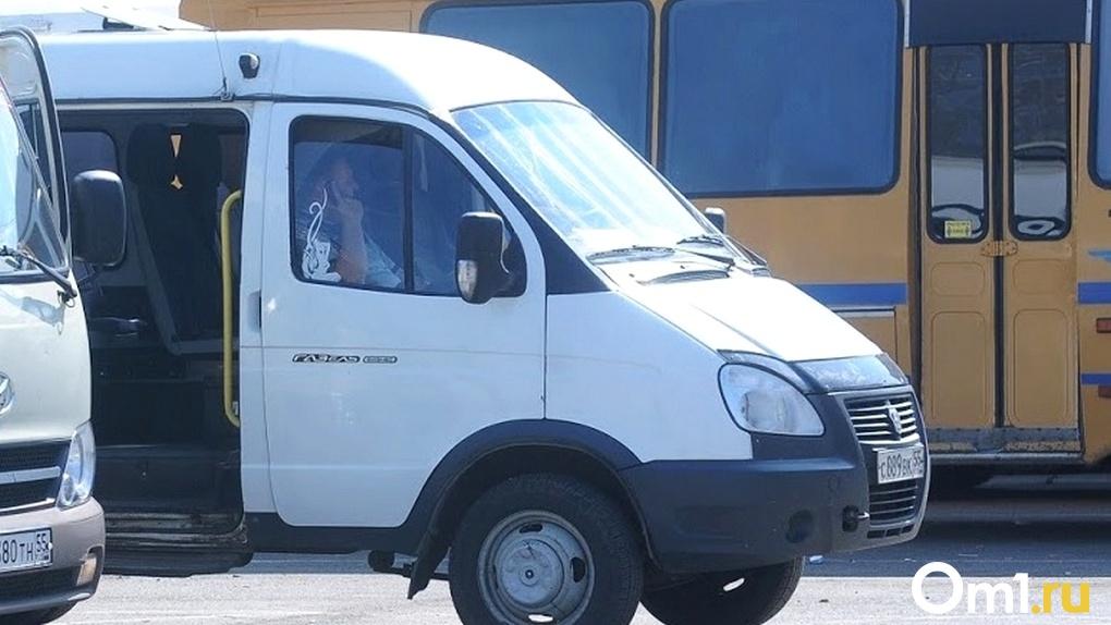 Полиция ищет омичей, ехавших в одной маршрутке с больным коронавирусом