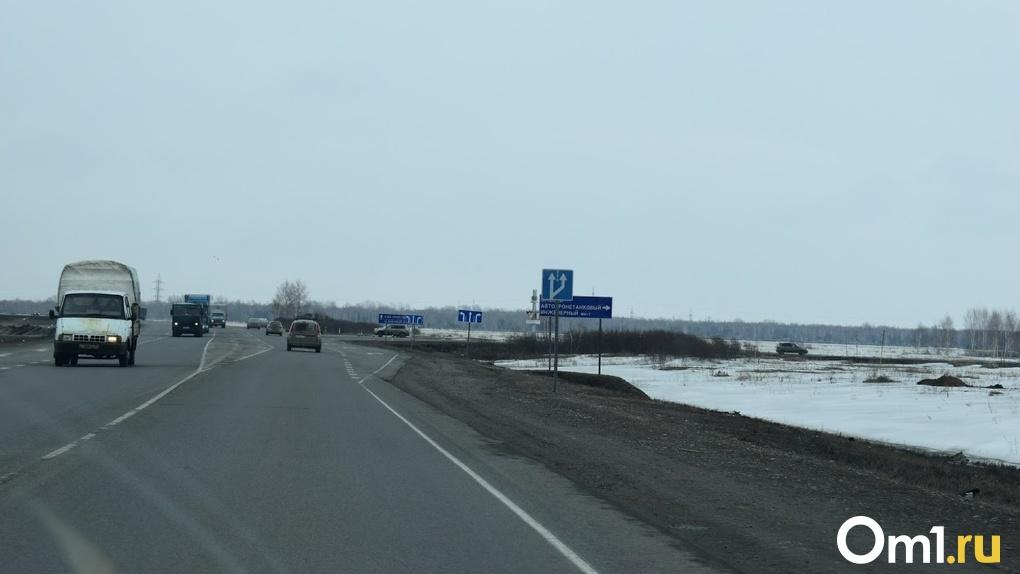 Под Омском в аварии погиб водитель грузовика