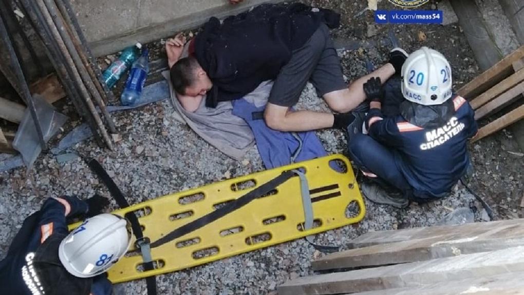 ЧП на стройке: новосибирец отделался травмами после падения с высоты