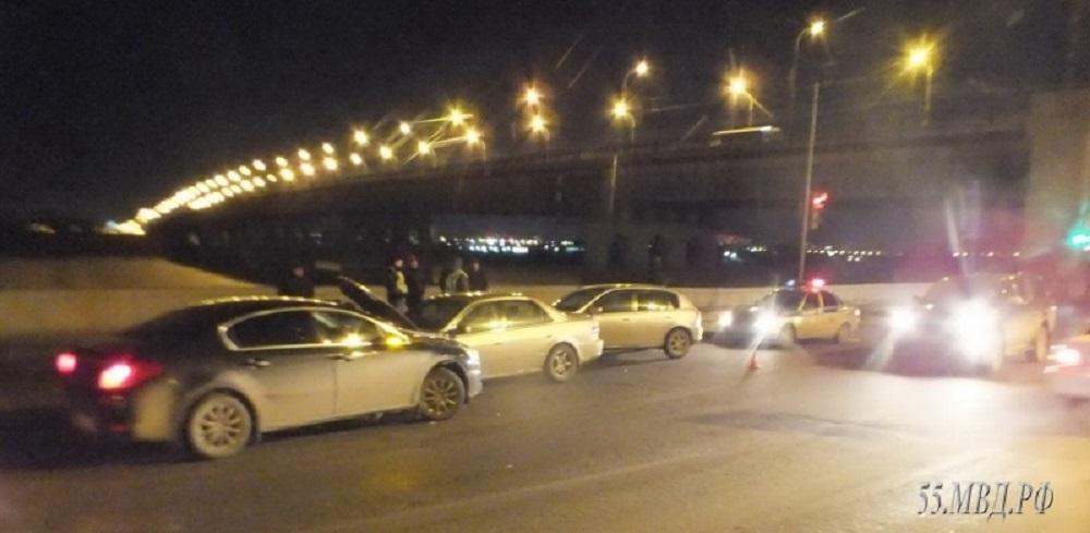 В столкновении трёх автомобилей в центре Омска пострадала 10-летняя девочка