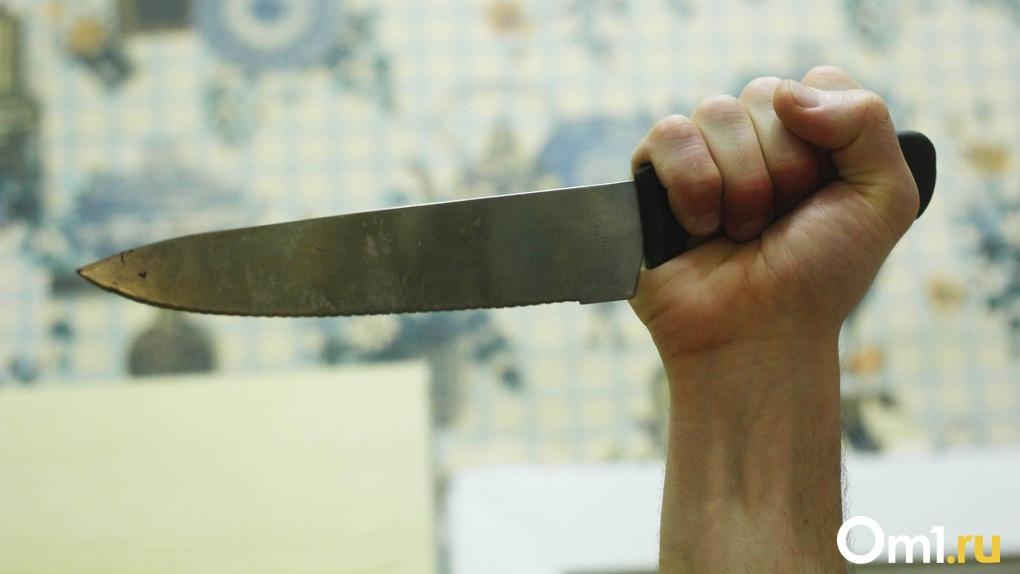 В Омской области отец изрезал лицо своей родной дочери