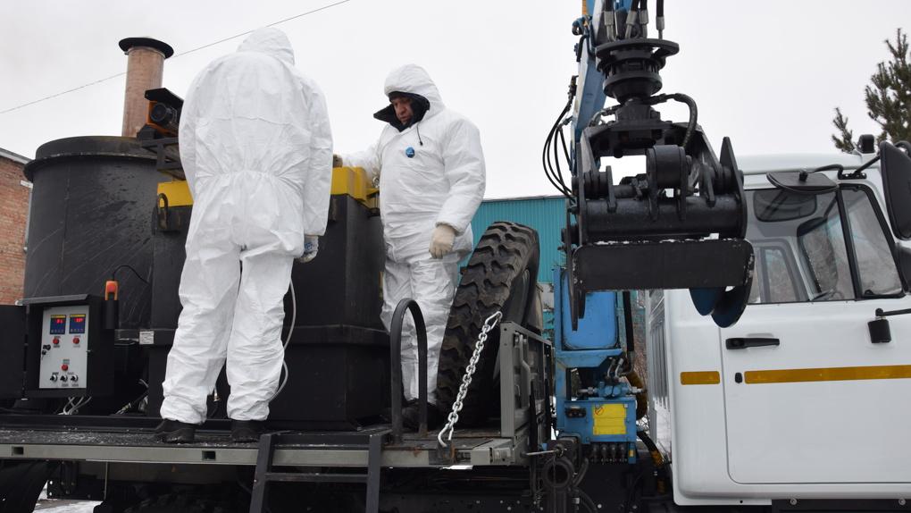 В Омске устроили тест-драйв машин для сжигания трупов свиней