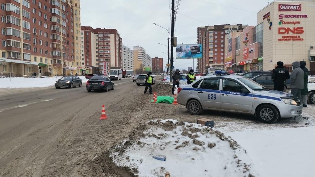 «Шёл по ходу движения»: новосибирец на иномарке насмерть сбил пешехода