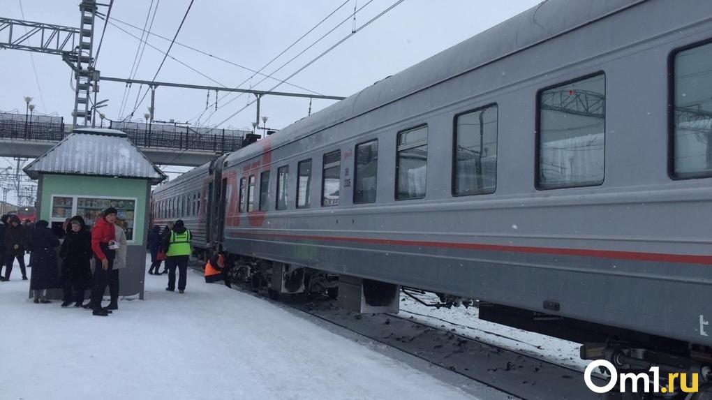В Новосибирске машина угодила под пассажирский поезд: рассказываем подробности ЧП