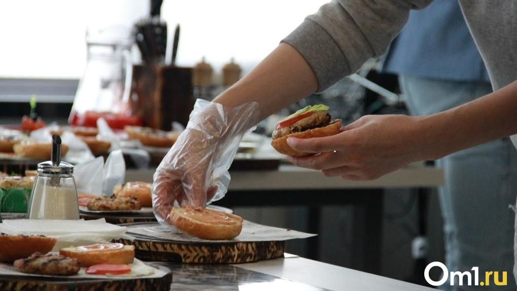 Выручка омских ресторанов и кафе в период пандемии упала почти на три миллиарда рублей