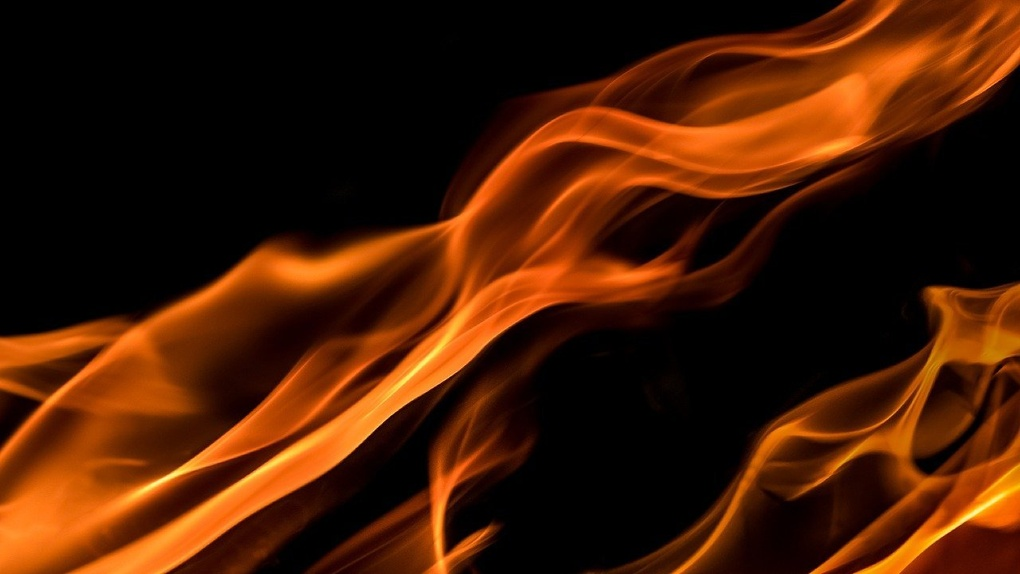 В Новосибирской области двое водителей погибли в горящих машинах