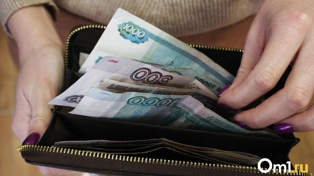 Омичка кинула на деньги супружескую пару, которая хотела получить водительские права без очереди